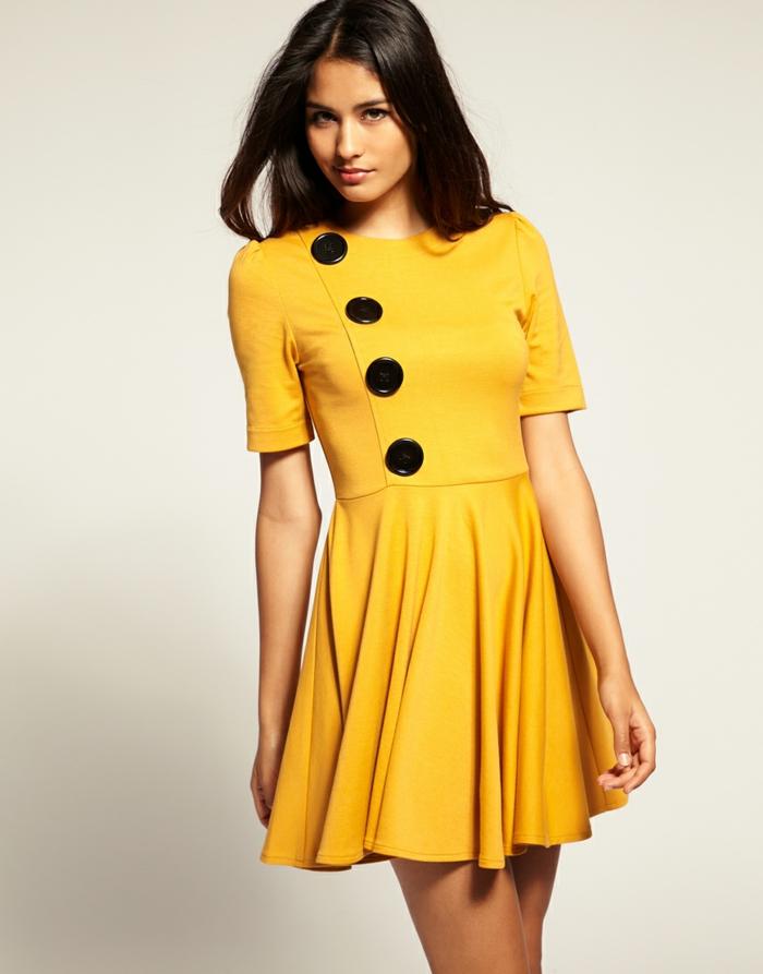 gelbes kleid kurz schwarze knöpfe