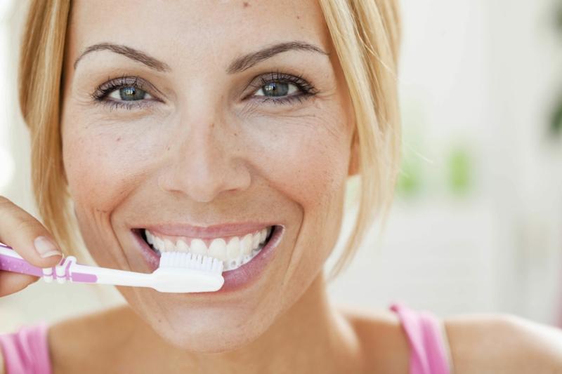 gesunde Lebensweise Zähne putzen aber nicht gleich nach dem Essen