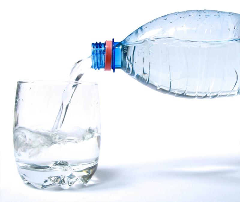 gesunde Lebensweise mehr Wasser trinken gesunde Ernährung
