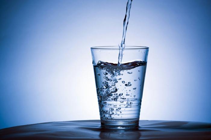 gesunde ernährung plan wasser mineralwasser tafelwasser