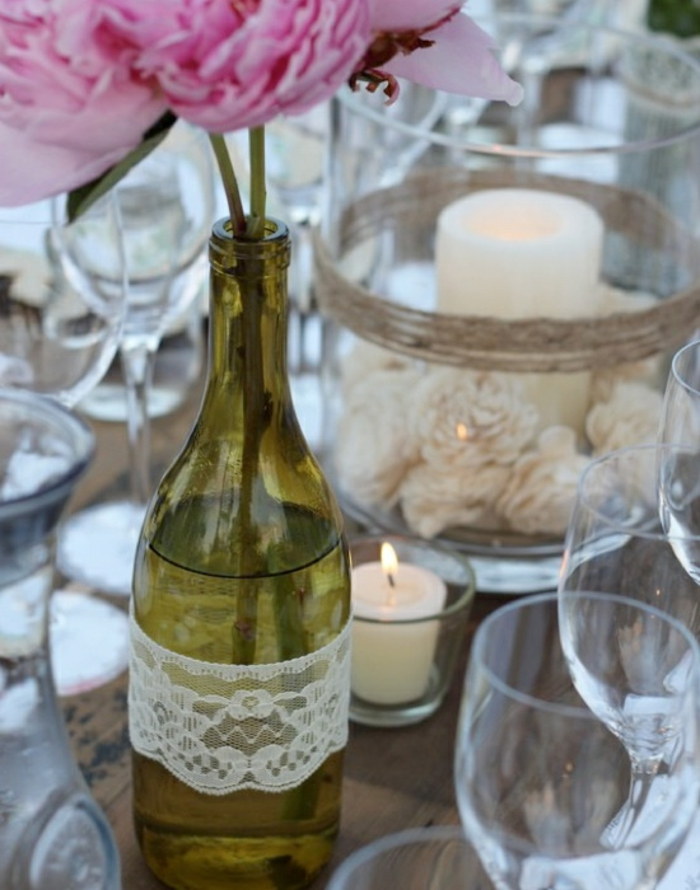 recycling nachhaltige tischdekoration weinflasche weiße spitze