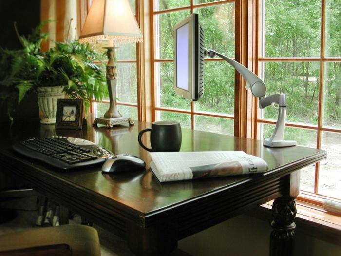 home office einrichten antike möbel dunkles holz schreibtisch büro