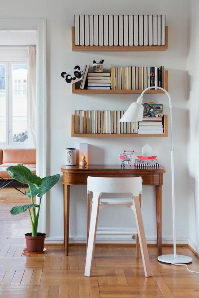 home office einrichten bücherregale stehlampe weiß schreibtisch stuhl