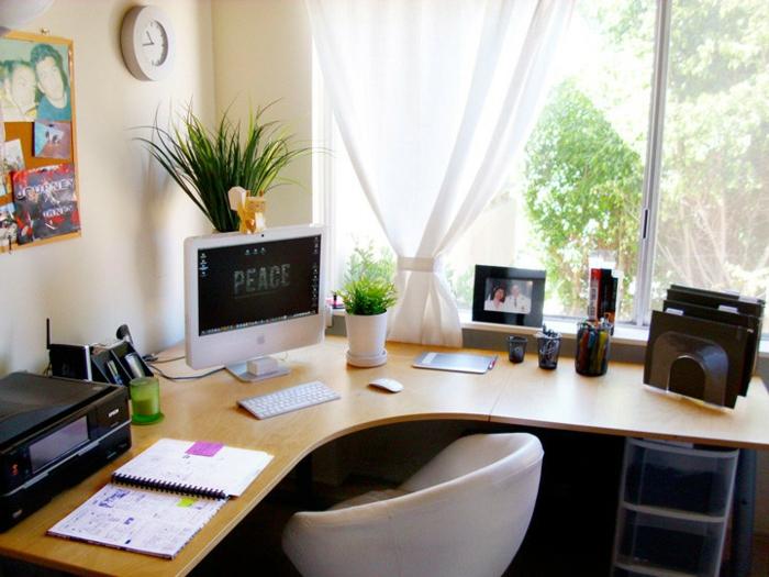 home office einrichten eckschreibtisch sessel helles holz büro