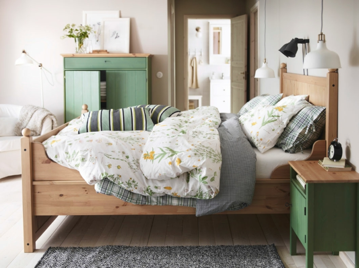 ikea möbel beistelltisch einrichtungsideen schlafzimmer bett kommode nachttisch