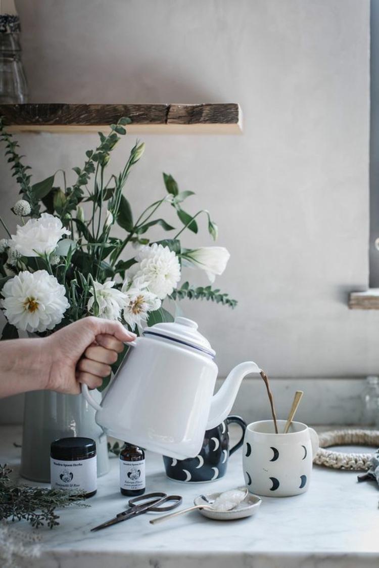 indische Gewürze Kurkuma Tee zubereiten