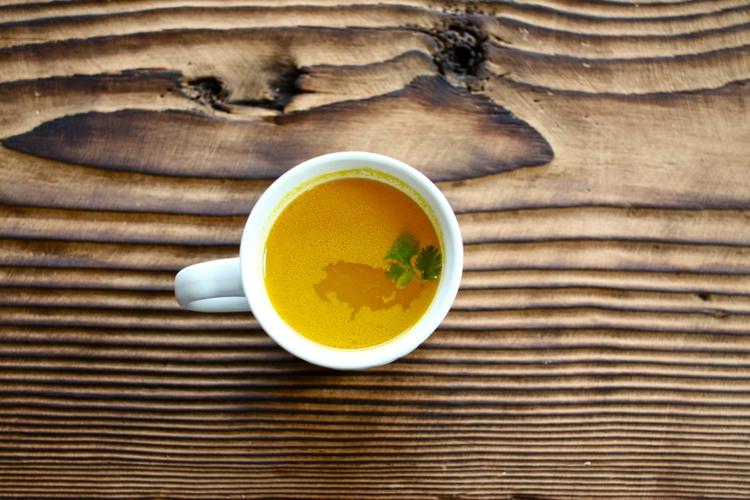 indische Gewürze kaufen und Kurkuma Tee zubereiten