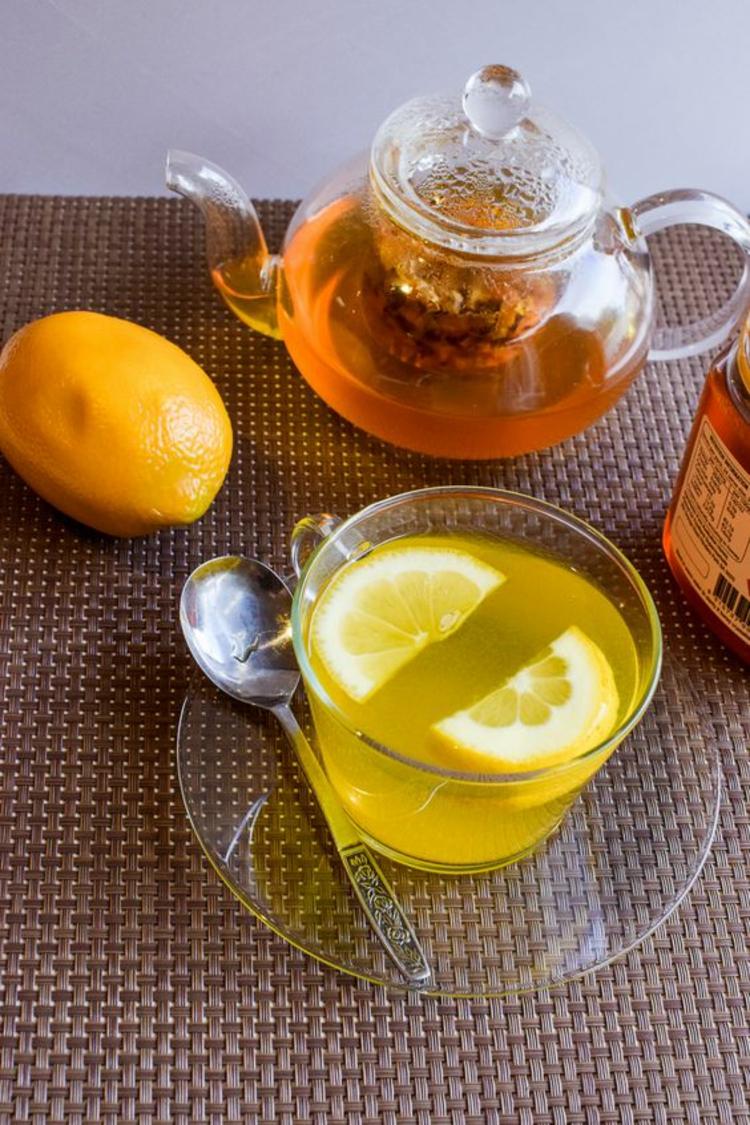 indische Gewürzmischung Kurkuma Tee mit Zitrone