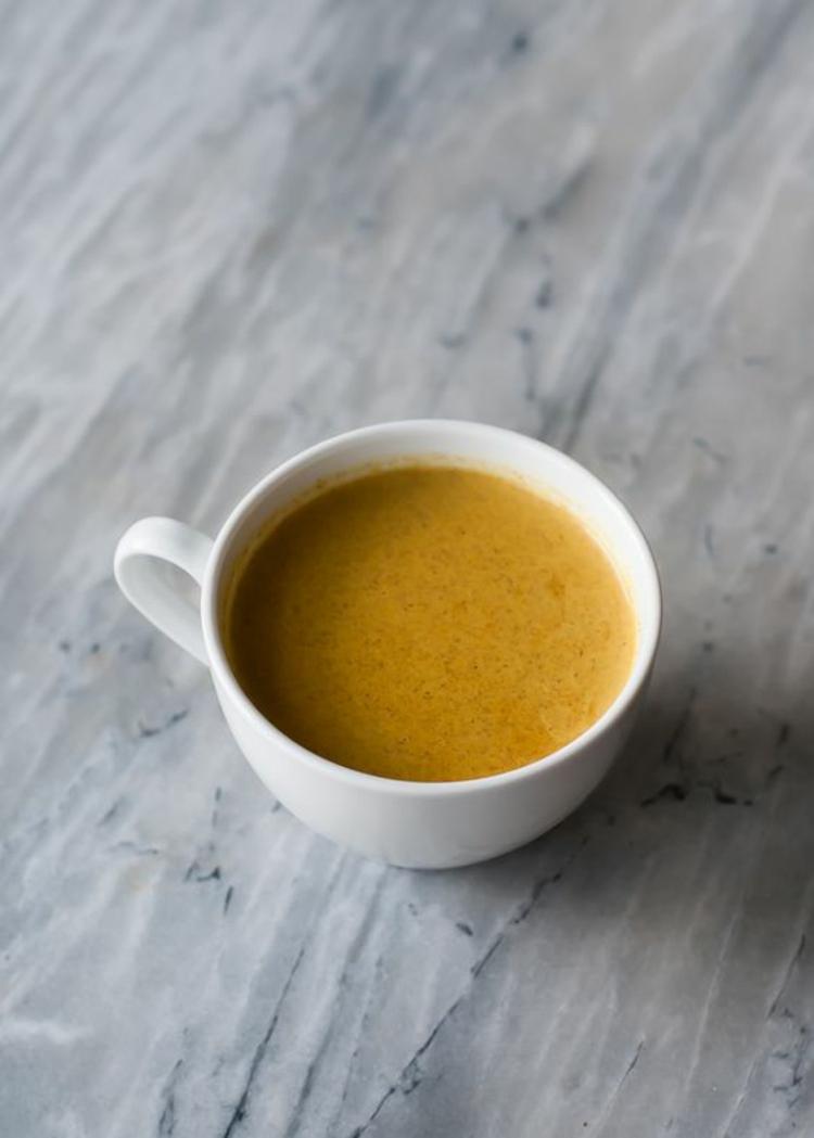 indische Küche Rezepte Kurkuma Tee zubereiten