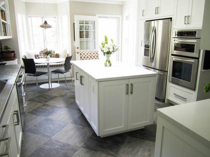 küche bodenbelag ideen bodenfliesen weiße küchenschränke