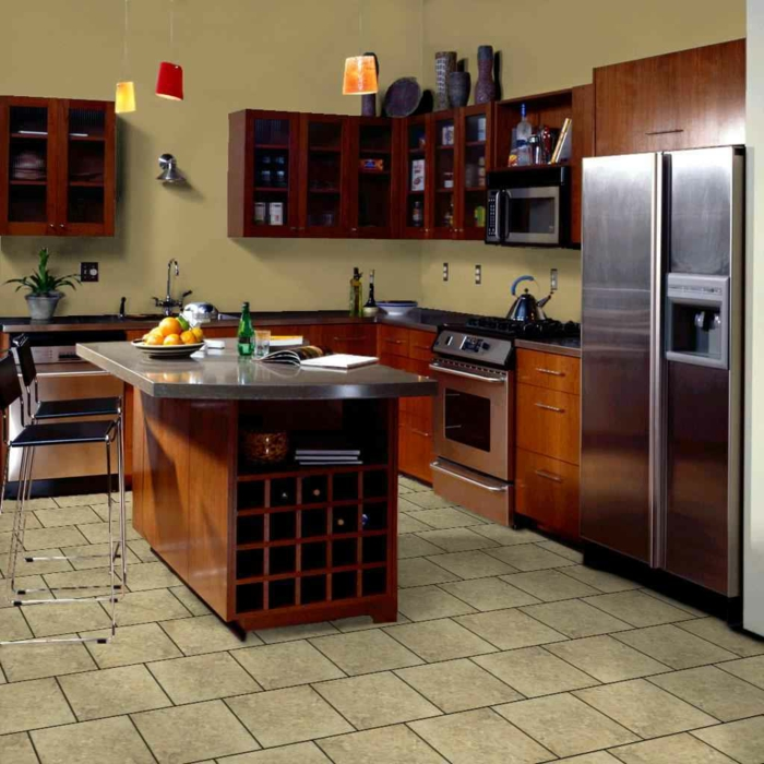 küche bodenbelag ideen küchenfliesen boden beige wände pendelleuchten