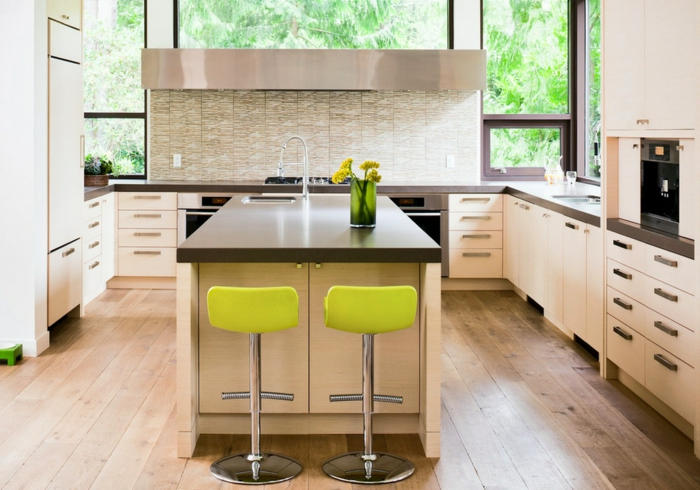 Küche Bodenbelag Ideen Laminat Gelbe Barhocker Kücheninsel