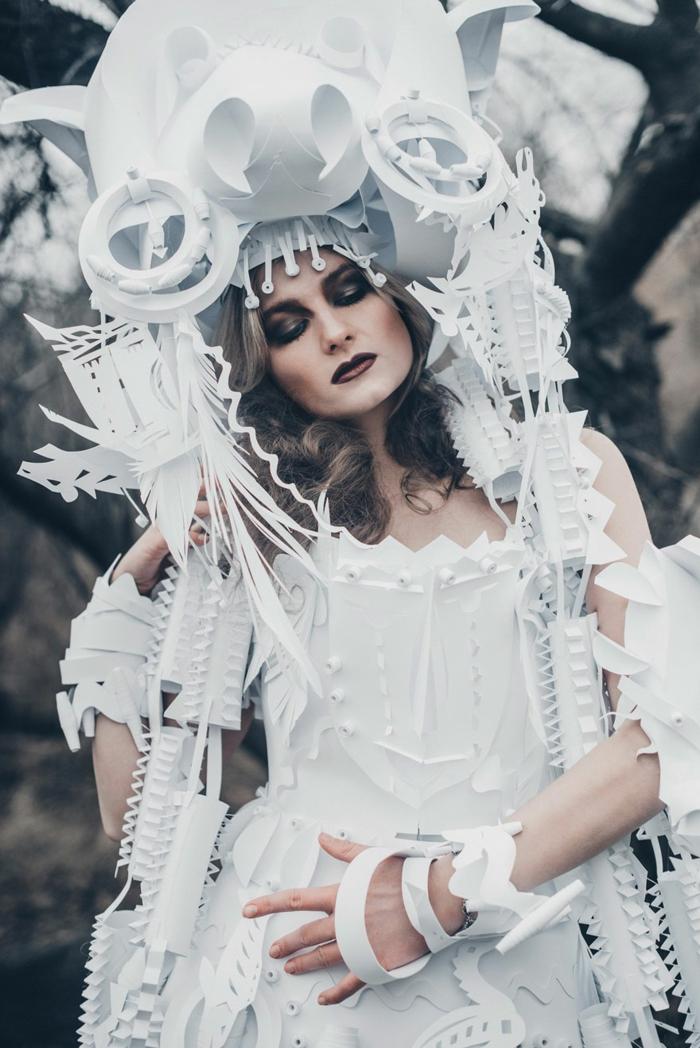 Karnevalskostüm faschingskostüm frauenkostüm schamane weiß papierkleid
