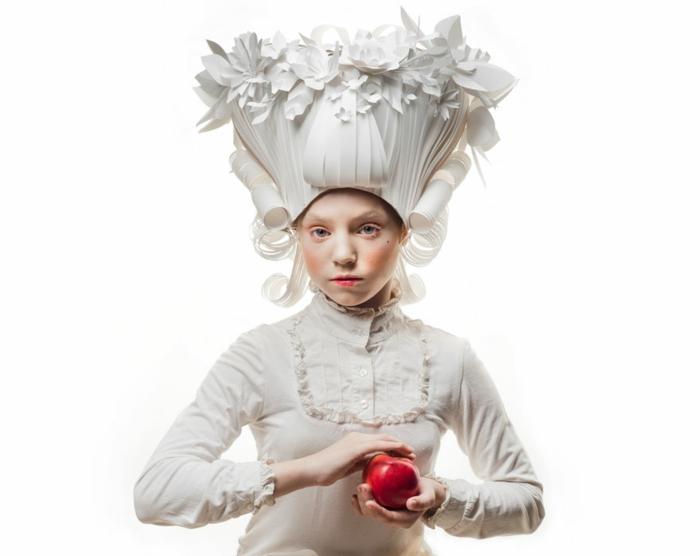 karnevalskostüm faschingskostüm weiße perücke barockstil papier mädchen