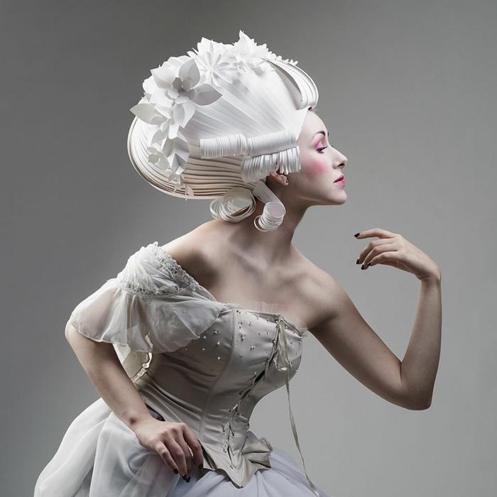 karnevalskostüm faschingskostüm weiße perücke papier weißes kleid barockstil