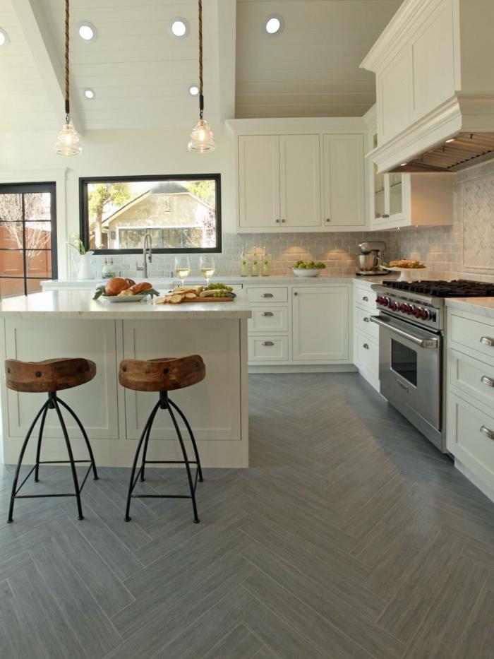 keramikfliesen küche bodenbelag kücheninsel barhocker