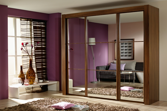 kleiderschrank design ideen frontseite spiegel lila wände