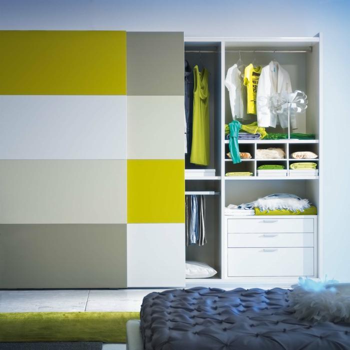 kleiderschrank design schiebetüren farbig modernes schlafzimmer