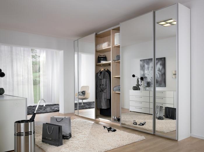 kleiderschrank design spiegel frontseite weiße luftige gardinen schlafzimmer