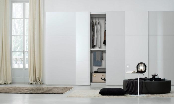 kleiderschrank design weiß modern wohnideen schlafzimmer lange gardinen teppichläufer