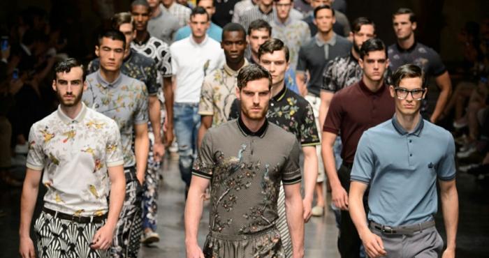 männermode trends 2016 casual t shirt hose gemustert florale muster milan fashion week dolce gabbana