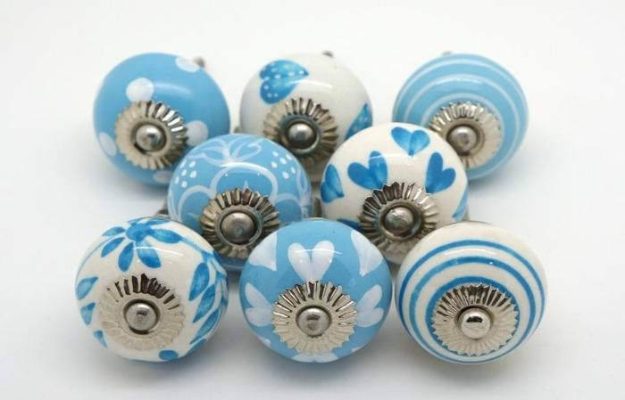 möbelknöpfe porzellan schubladengriffe möbelgriffe keramik hellblau weiß herzen streifen