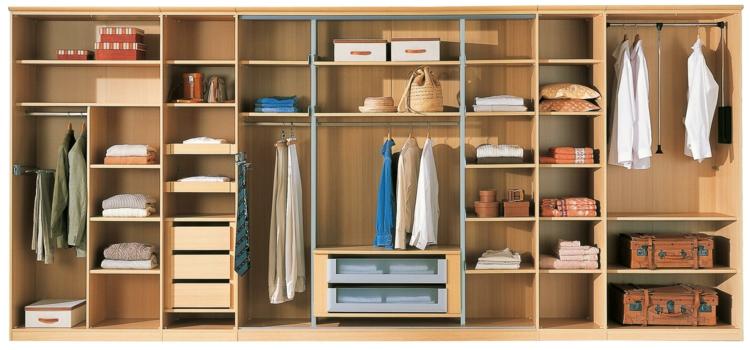 moderne Garderoben Ordnung im Kleiderschrank viele Fächer