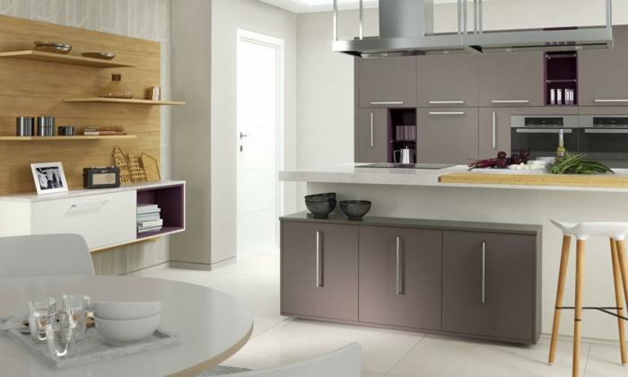 moderne bodenbeläge bodenfliesen creme weiß küche kücheninsel runder esstisch offene regale