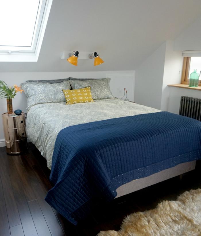 moderne bodenbeläge schlafzimmer blaue akzente dachschräge