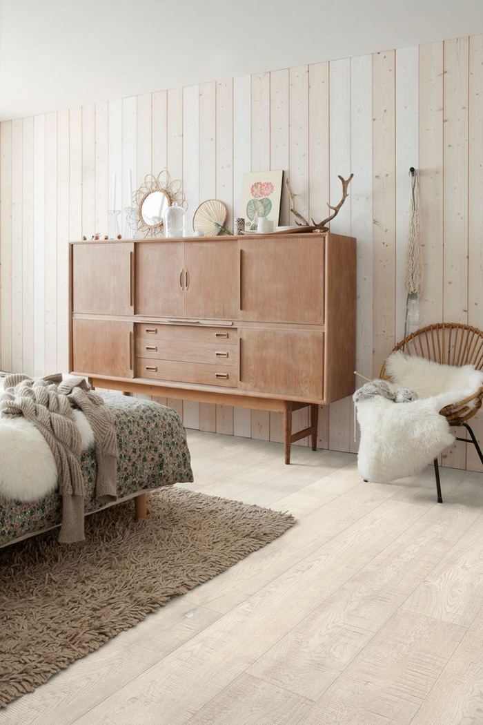 moderne bodenbeläge schlafzimmer parkett retro kommode beiger teppich
