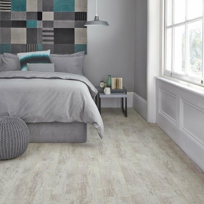 moderne bodenbeläge schlafzimmer schöne textur akzentwand graue bettwäsche