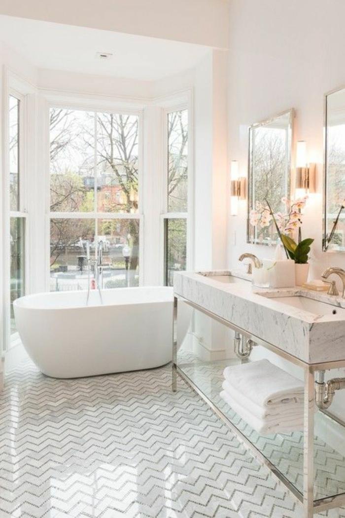 moderne bodenbeläge weisser bodenbelag badezimmer chevron muster freistehende badewanne