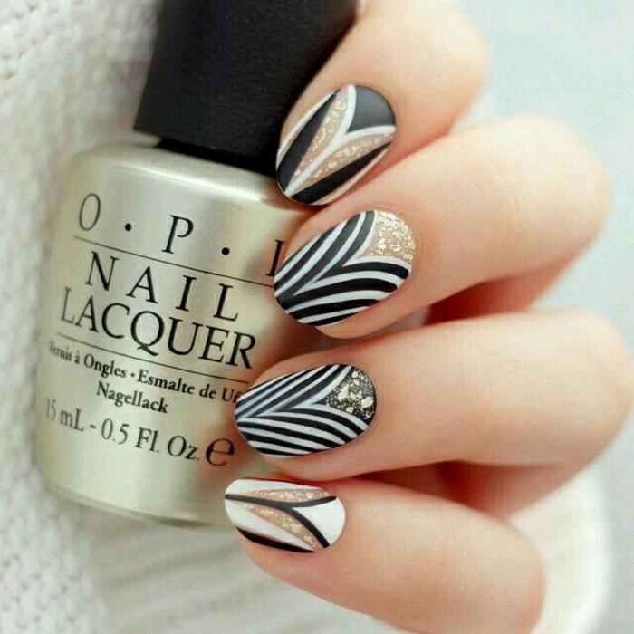 nageldesigns fingernägel design nailart elegant streifen schwarz weiß gold
