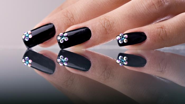 fingernägel design nailart glitzersteine schwarz blume gelnägel