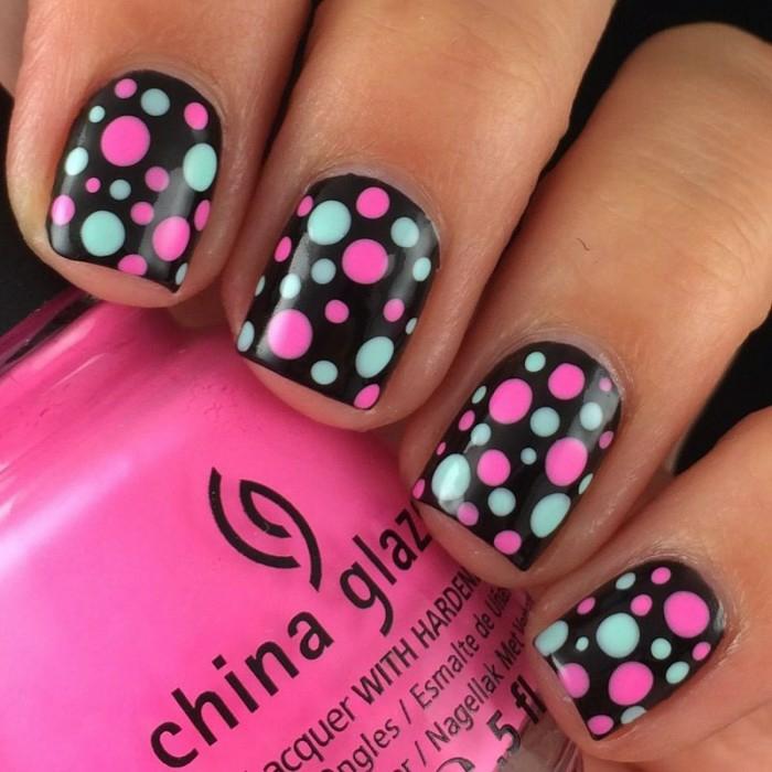 nageldesigns fingernägel design nailart punkte rosa pastelblau schwarz nagellack gelnägel