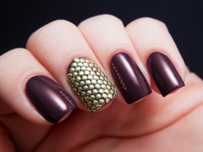nageldesigns fingernägel design weinrot nagellack gelnägel gold muster