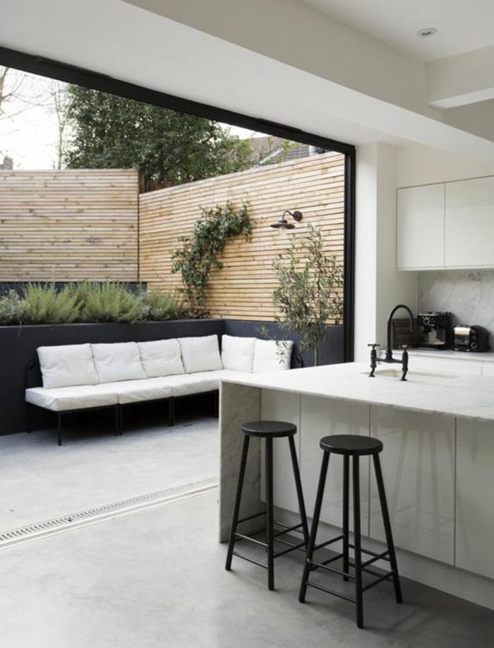 offene Küche Ideen Küchenbilder Küche mit Eingang zum Garten