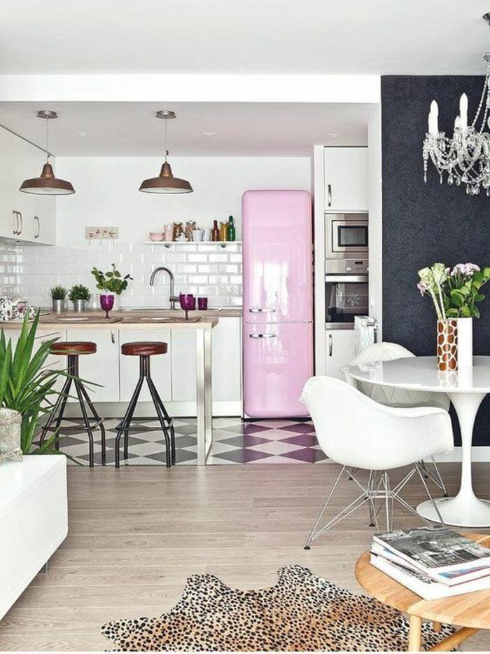 offene Küche Ideen Küchenbilder Küchengeräte rosa Kühlschrank
