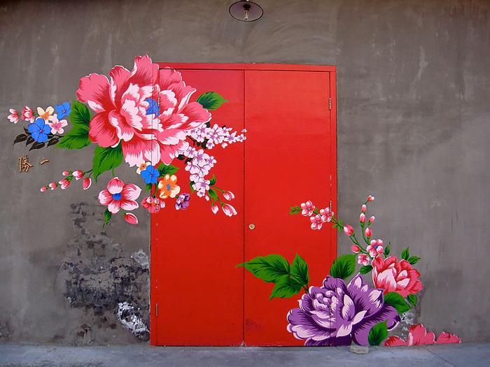 rote Haustüren farbig streichen moderne Haustüren Blumenmuster
