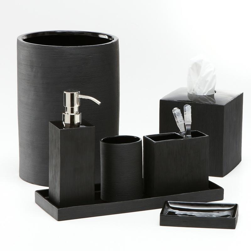 schlichte Badaccessoires in Schwarz Badezimmer einrichten Badzubehör