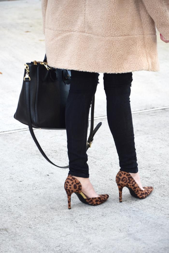 schwarze pumps weiße pumps goldene pumps klassisch jeans