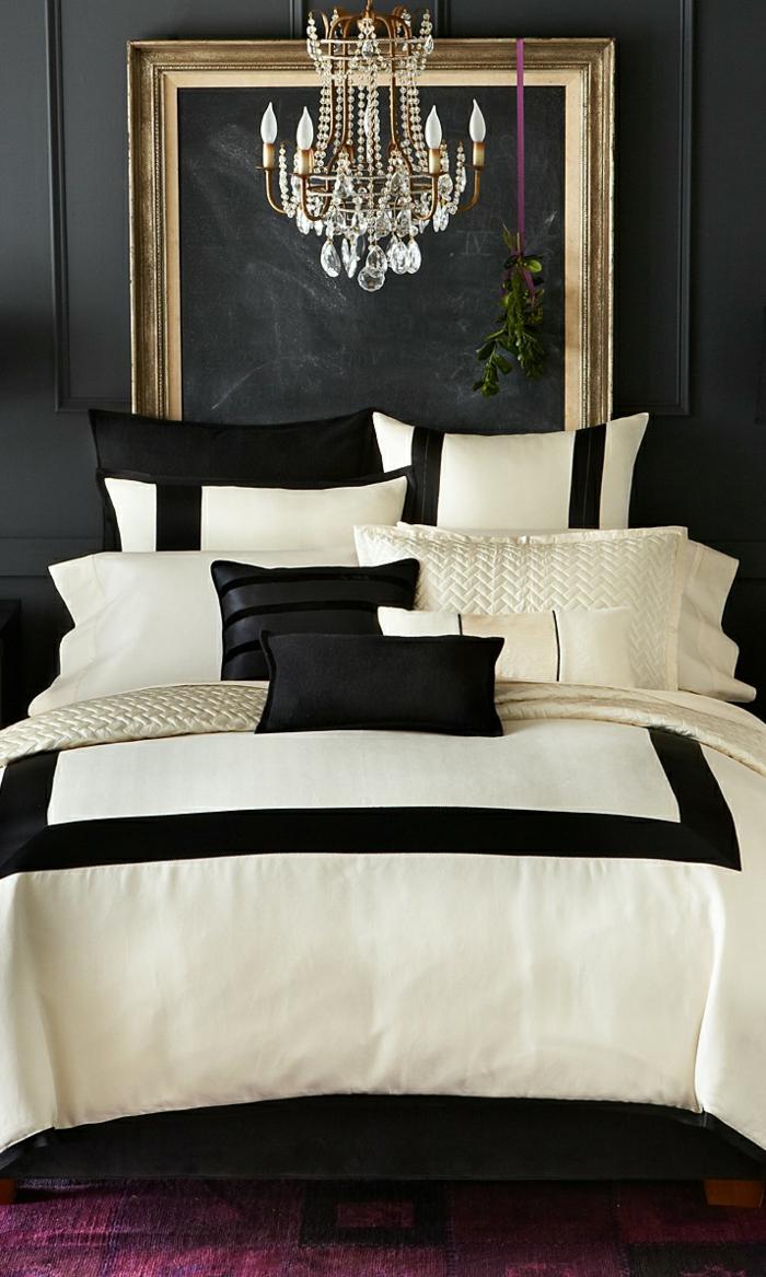 schwarze wandfarbe schlafzimmer lila teppich helle bettwäsche