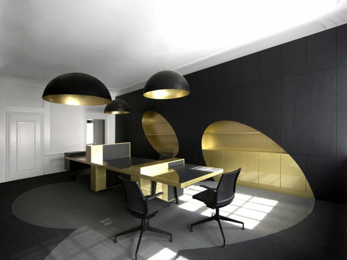 schwarze wandfarbe wandfliesen schwarz gold weiße zimmerdecke