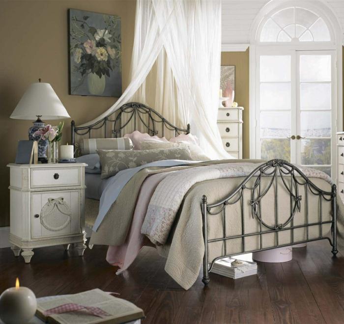 shabby chic möbel anrichte weiß romantisches schlafzimmer metallbett
