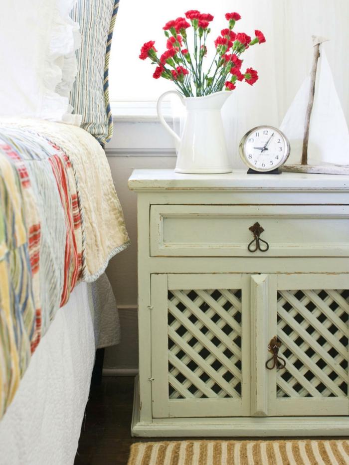 shabby chic möbel romantisches schlafzimmer anrichte neutrale farbe pastellgrün