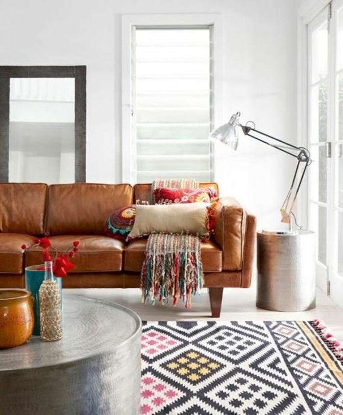 shabby chic möbel boho style einrichtungsstil ledersofa silber beistelltisch ethno teppich