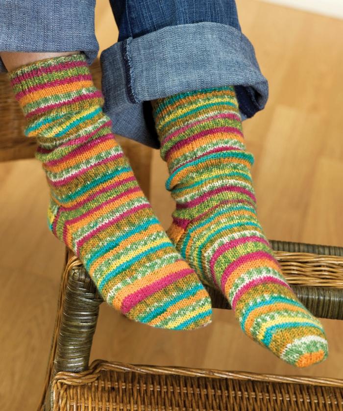 Knitting Pattern For Ladies Long Socks : Socken stricken- 42 inspirative Beispiele fur begeisterte ...