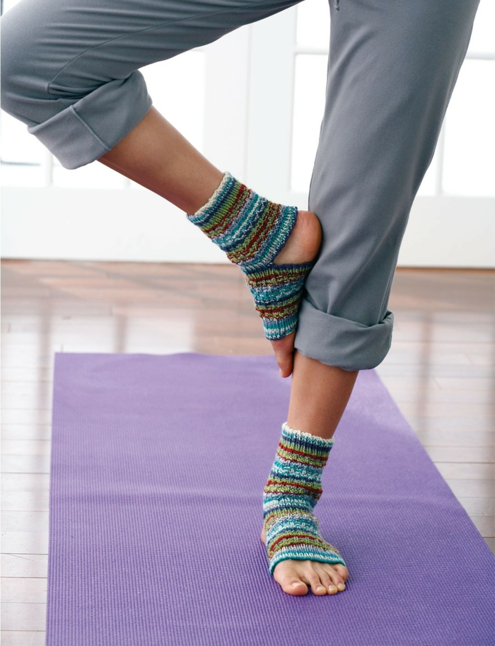 ferse stricken bunte socken strickmuster yogasocken
