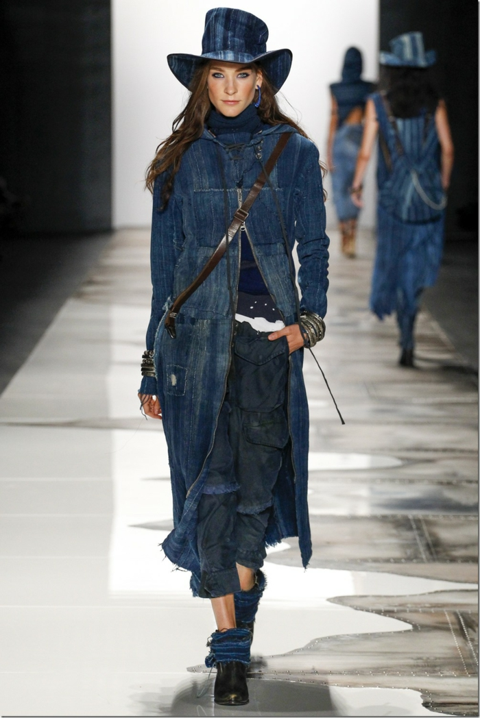 sommermode frauenmode damen greg lauren 2016 langer mantel schwarze hose distressed- jeans