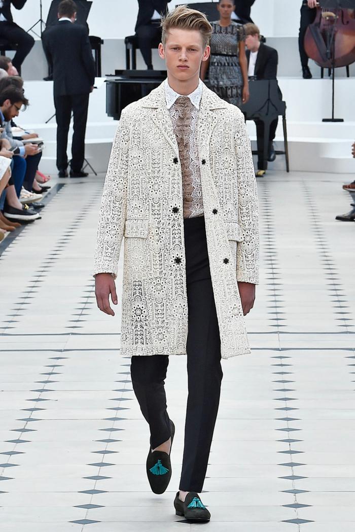 sommeroutfits burberry 2016 sommermode herrenmode menswear trends trenchcoat weiß spitze